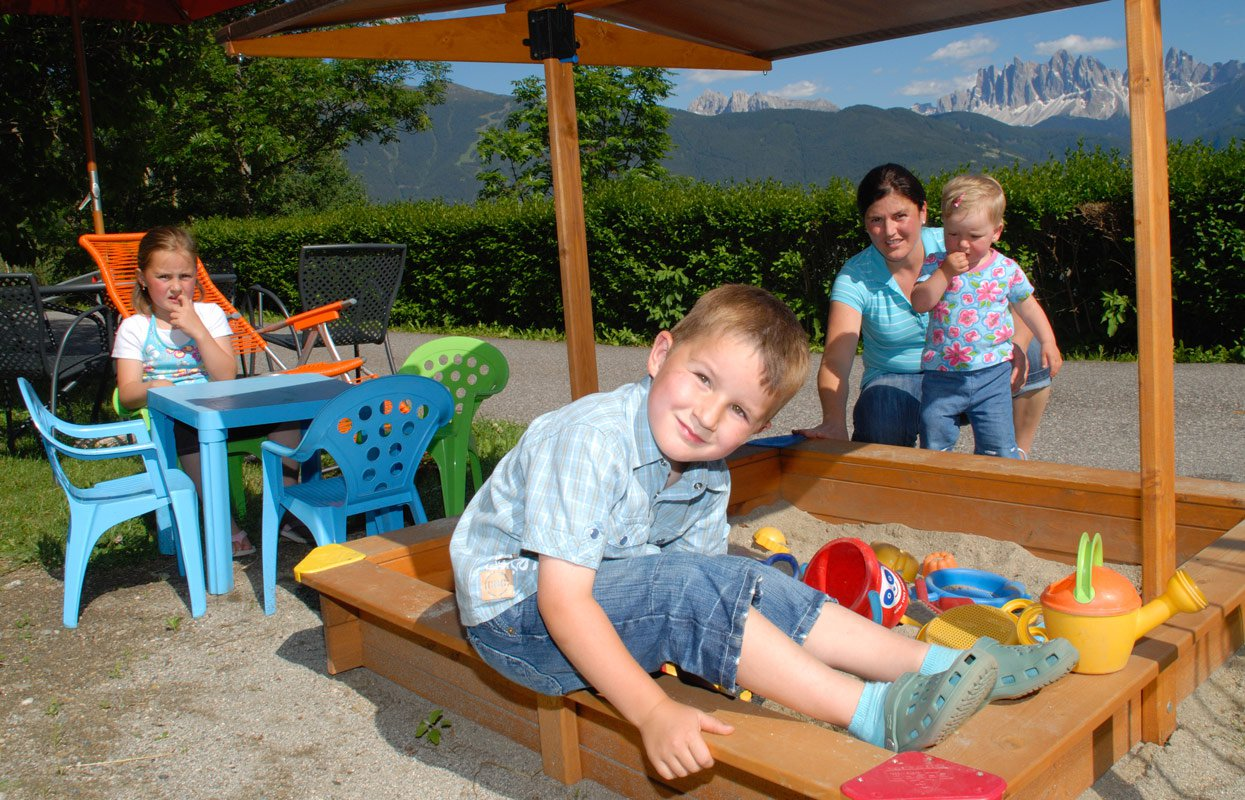Holidays for children in South Tyrol – Boundless fun for children at the farm